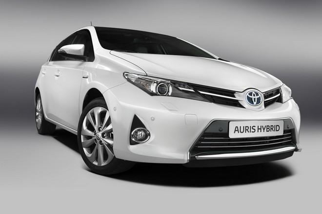 Новая Toyota Auris Hybrid 2013 — экстерьер, фото 3